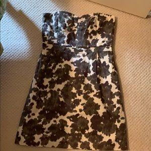 Pretty strapless dress with pockets